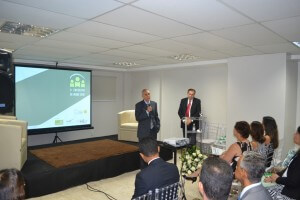 Dr. José Espiño durante discurso de abertura.