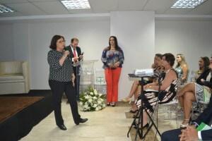 Dra. Christina Ribeiro, do Hospital Albert Einstein, durante sua palestra.