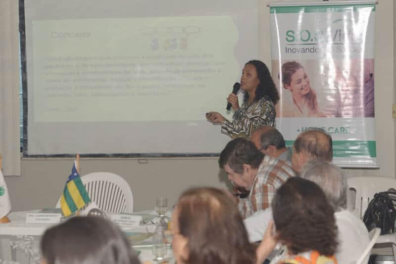 Dra. Marta Simone abordando o tema Cuidados Paliativos
