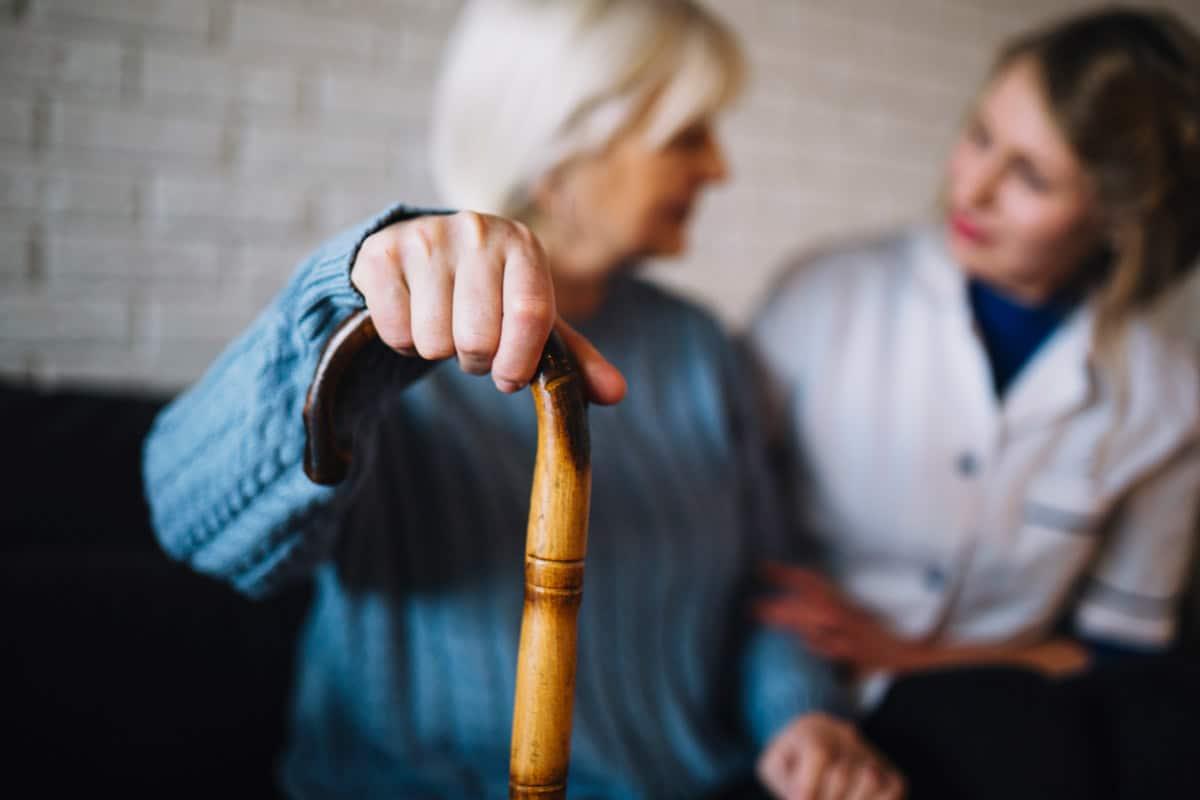 Coronavírus: Cartilha para cuidadores de idosos